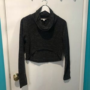 Cabi front cropped long sleeves sweater. U